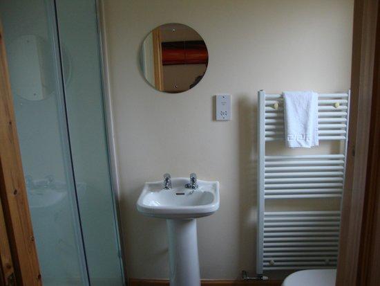 Borve Country House Hotel: En Suite Shower Room