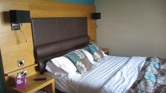 The Crown Spa Hotel: Comfortable Bedroom