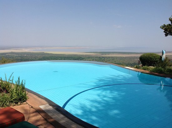 Lake Manyara Serena Lodge: Pool & view to the Manyara National Park