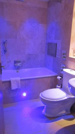 The Crown Spa Hotel: Very nice bathroom