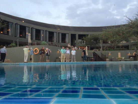 Four Seasons Safari Lodge Serengeti: The hotel and the pool