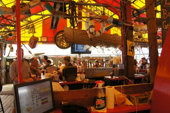 Barking Crab : Open air seating