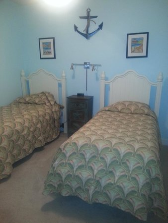 Myrtlewood Villas : Bedroom 2 - 2 twins with direct access to main bathroom with walk-in shower