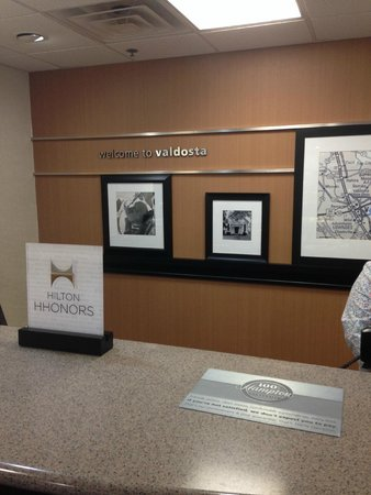Hampton Inn Suites Valdosta Conference Center : Reception Area