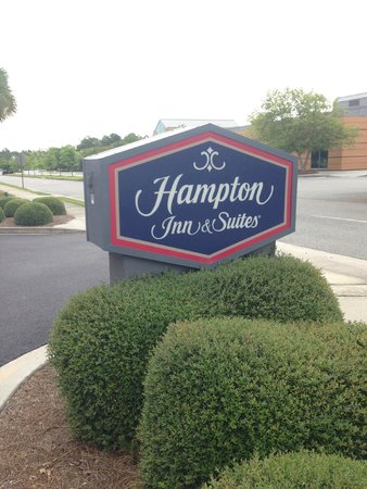 Hampton Inn Suites Valdosta Conference Center: Entry Sign