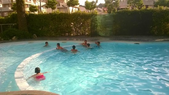 Residence Felicioni : piscina