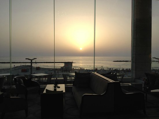 Park Plaza Orchid Tel Aviv : View from the lobby to the sea
