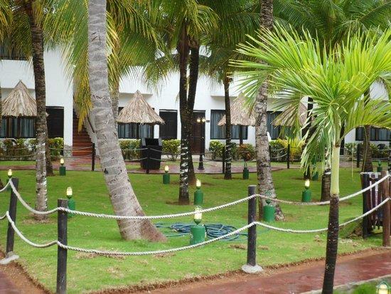 SUNSOL Isla Caribe: áreas verdes y caminerías