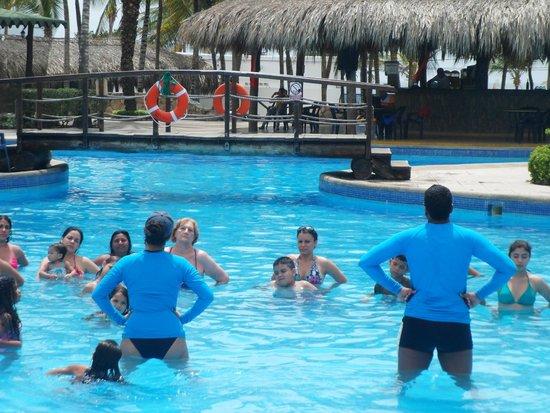 SUNSOL Isla Caribe: piscina del área real en donde hacen recreaciones deportivas