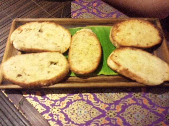 Hin Lek Fai Restaurant : Garlic Bread ! Top