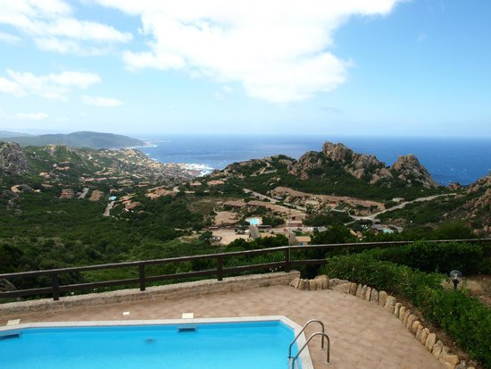 Resort Gravina - Costa Paradiso : Blick von Villa 8b auf den Pool und Costa Paradiso