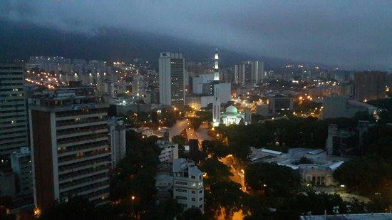 Hotel Venetur Alba Caracas: Amaneciendo en Caracas desde el piso 20 del Alba Caracas