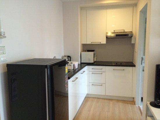 Baan K Residence by Bliston: Kitchen