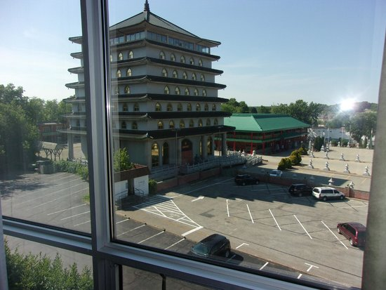 Hampton Inn by Hilton Niagara Falls-North Of The Falls: Buddhist Temple from our Room on 5th floor