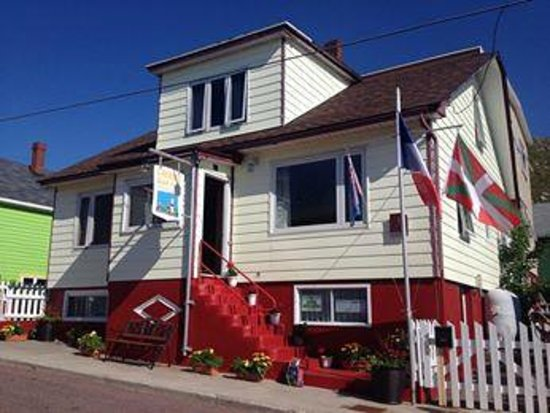 L'Auberge Saint-Pierre: Humble abode with warm reception, and local charm.