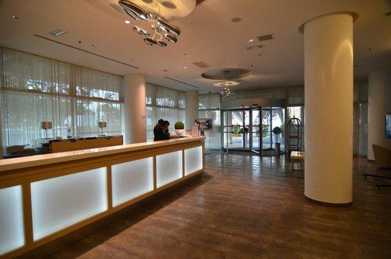 Ramada Plaza Milano: Hotel Lobby
