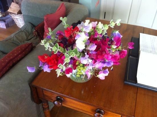 Cross Lane House: flowers.