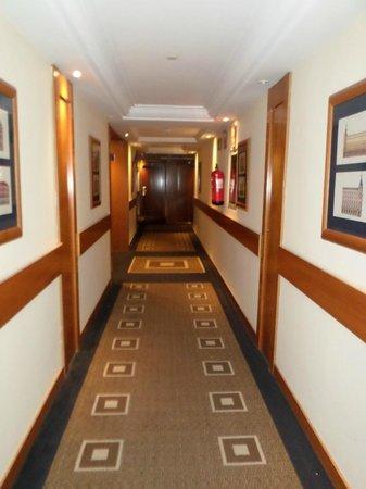 Tryp Madrid Alameda Aeropuerto Hotel : Panorámica desde el pasillo de las habitaciones