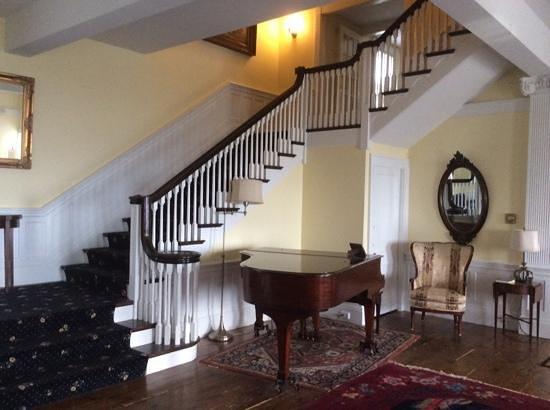 Emerson Inn: Grand piano