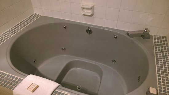 Howard Johnson Inn & Suites Tacoma Near McChord AFB: Hot Tub Room 2