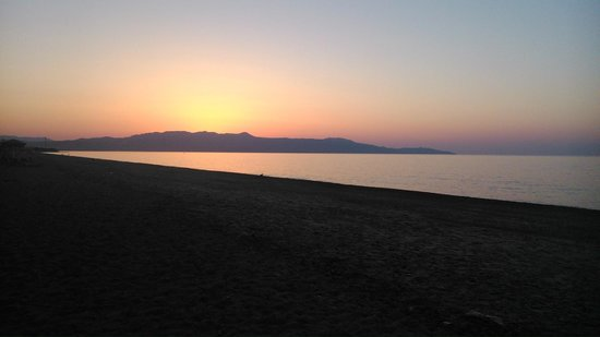 Baladinos Apartments : tramonto sulla spiaggia