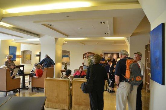 Hilton Molino Stucky Venice Hotel: Sitting Area off Lobby