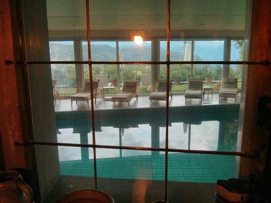 Hotel  Post Victoria: Piscina vista dall'interno