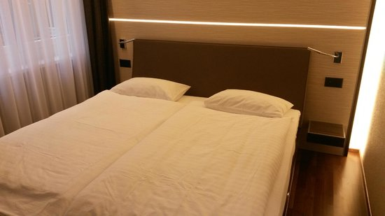 "Hotel St. Josef: Lit chambre ""Business"""