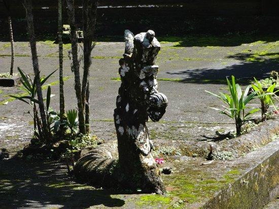 Luhur Batukaru Temple: Snake images