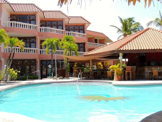 Paradise Beach Villas : Partial view of condo, tiki bar and one of the pools