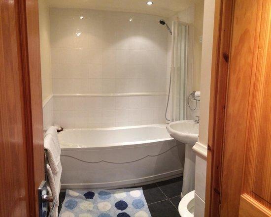Windy Arbour Farm: Downstairs bathroom
