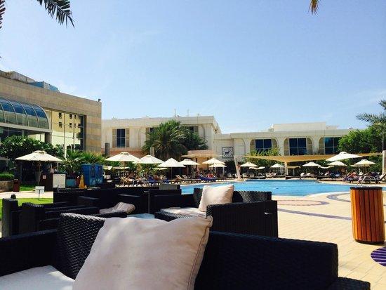 Le Royal Meridien Abu Dhabi : pool ground
