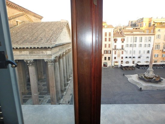 Albergo del Senato : This was the view out my window.  No zoom.