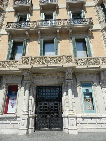 Hotel Ginebra: Front Entrance