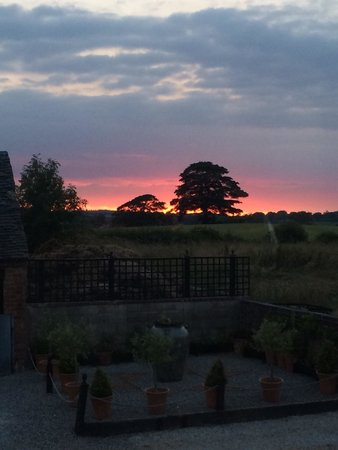 Windy Arbour Farm: Sunset looking towards Alton Towers from living room of Peacock Cottage