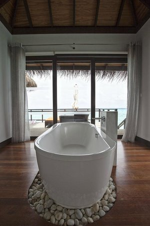 Velassaru Maldives : Water Villa Bathroom