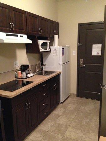 Suburban Extended Stay Hotel: Kitchenette