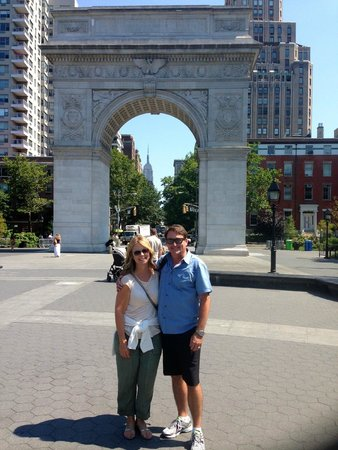 Real New York Tours: At the beautiful Washington Park!