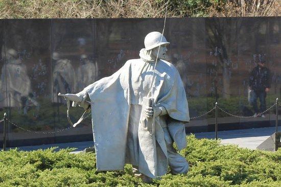 Korean War Veterans Memorial: Soldier checking looking back at his men