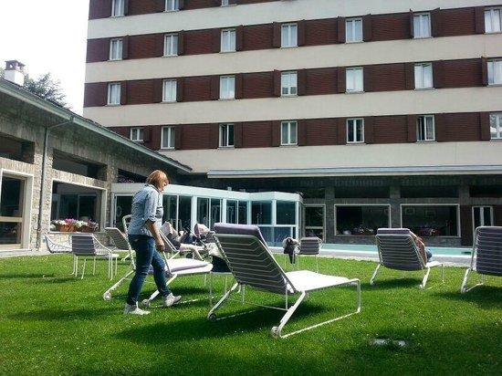 Grand Hotel Royal e Golf : giardino e piscina