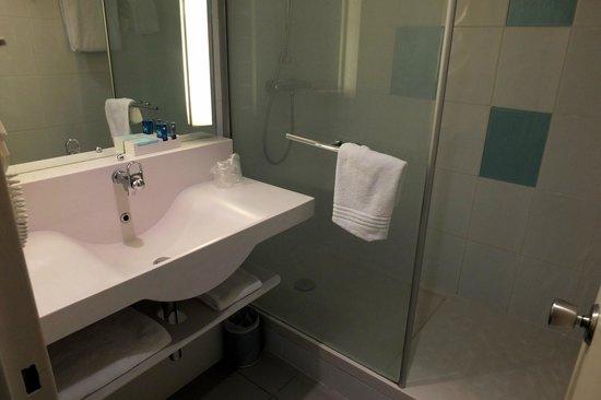 Novotel Nantes Carquefou : la salle de bains