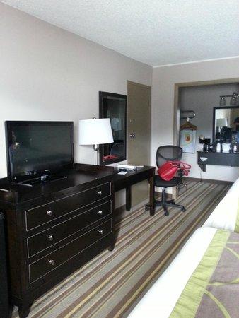 Super 8 - Monteagle TN: Room from the door