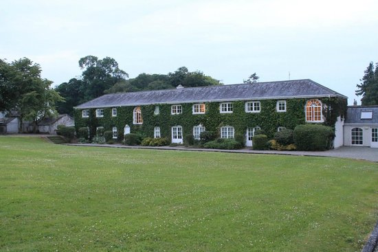 Rathsallagh House: Back of one of the buildings