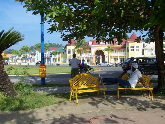 Plaza Pueblo Principe, Santa Barbara de Samana