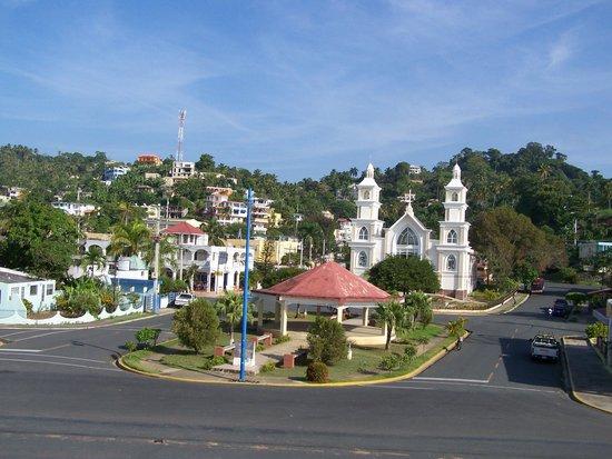 Le centre-ville de Santa Barbara de Samana