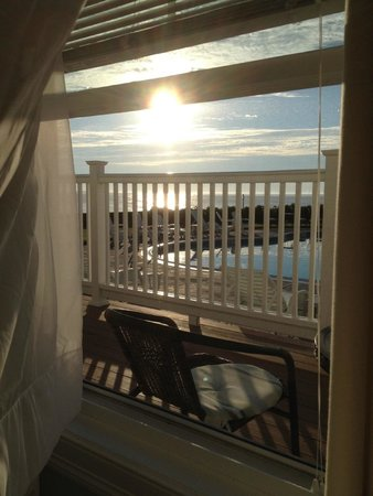 Gloucester Inn by the Sea: View of sunrise from my room