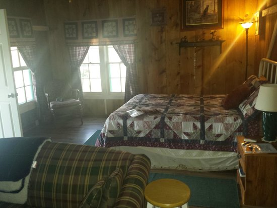 Country Cabins B&B: main room