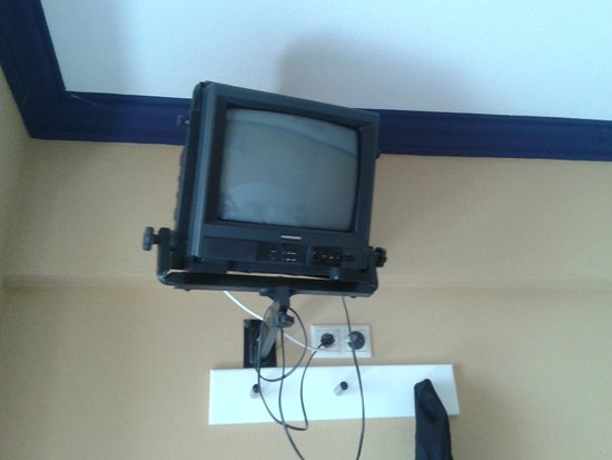 Hotel Atismar : Small TV with poor reception