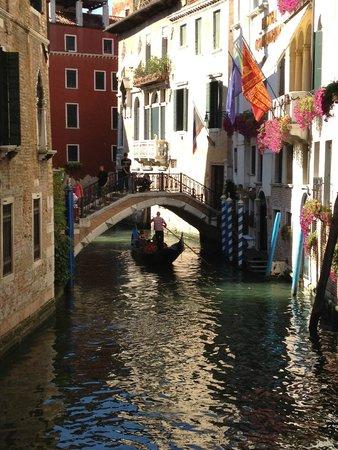 Canal Grande: Alleyway