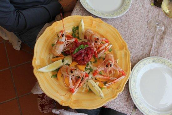 Garden Restaurant: Tartare con Scampi Reali su letto di frutta e rucola